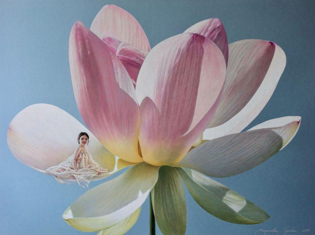 O MEU PARAÍSO Viver numa flor é uma ideia que nos faz sorrir, que nos agrada, nem que seja pela poesia que dela se liberta. O lótus é a flor sagrada no Oriente, tal como a rosa o é, no Ocidente. Viver num lótus é, portanto, como viver num paraíso, viver em algo que é: perfeito, belo, perfumado, suave, envolvente, pacífico, protegido... enfim, maravilhoso.