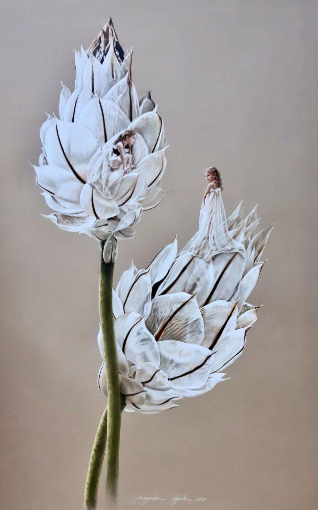 TRANSPARENTE Estas flores encantaram-me pela transparência das suas pétalas e a luminosidade que passa através delas. A transparência contém algo de mágico porque vela, revelando; porque cobre, descobrindo. A justaposição da transparência das pétalas com a das vestes das figuras femininas, revela um mimetismo surpreendente entre uma e outra.